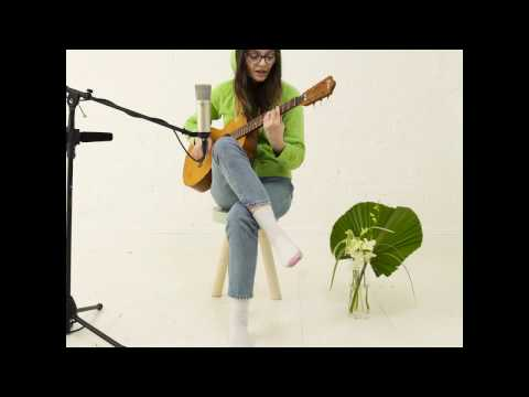 Cherry Glazerr's Clementine Creevy Performs