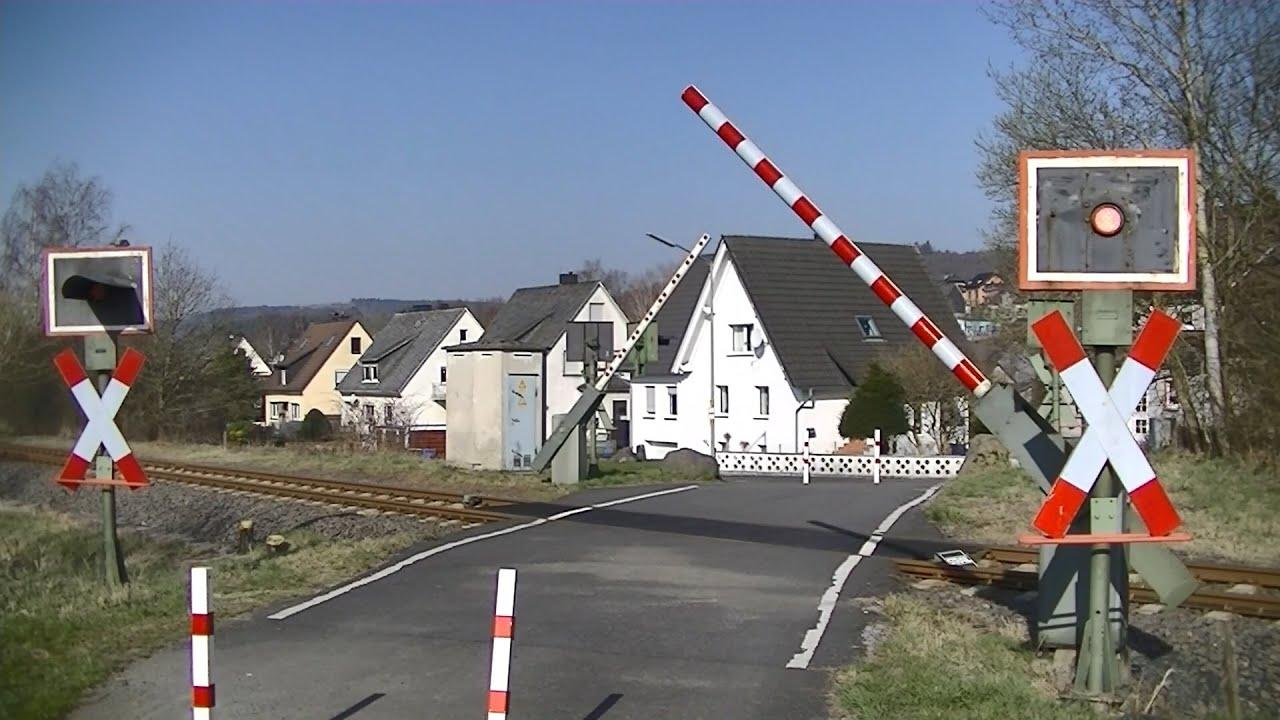 Spoorwegovergang Würgendorf (D) // Railroad crossing // Bahnübergang