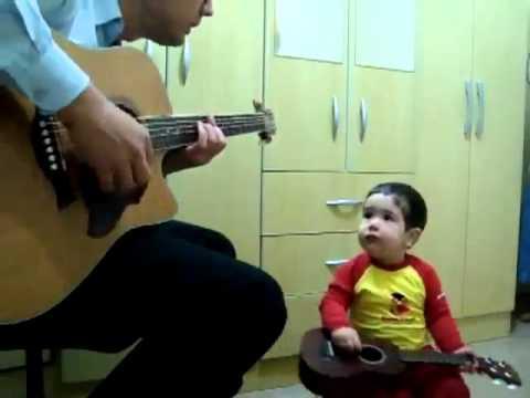 Tocando la guitarra - 2 8