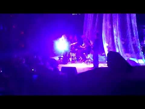 Martina McBride-Help Me Make It Through The Night Live!