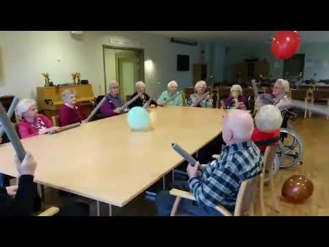 مؤسسة لرعاية المسنين بالدنمارك تنظم ألعاب بالبالون لكبار السن كنوع من الترفيه وكسر الملل الذي قد يصي Youtube