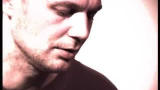 #18 Matt Elliott - Broken Bones