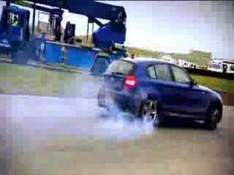 VW GOLF r32 vs BMW 130i    drift only