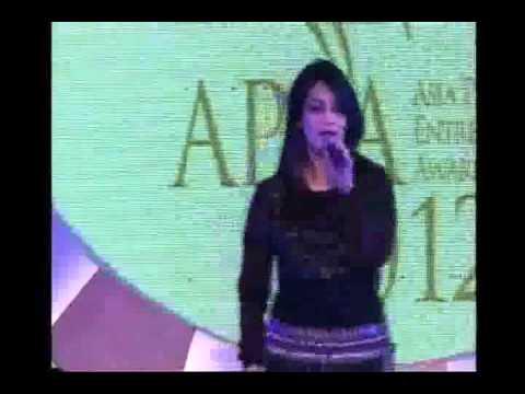 TANYA GUPTA SINGING at Asia Pacific Entrepreneur Awards 2012 1