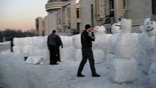 Очень много снеговиков!
