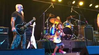 """4-Year-Old Girl Sings Along On ACDC Song """"Dirty Deeds Done Dirt Cheap"""" with Scott Ian of Anthrax"""