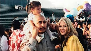 Little Girl Poses With Teen Parents 17 Years Later Looks Closely At Picture And Exposes Truth