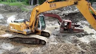 Как мы вытаскивали экскаватор. As we pulled drowned excavator.