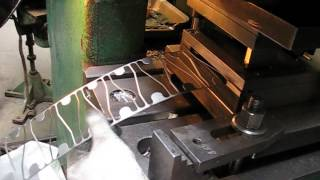 испытание штампа для вырубки крючка(, 2013-07-09T15:11:46.000Z)
