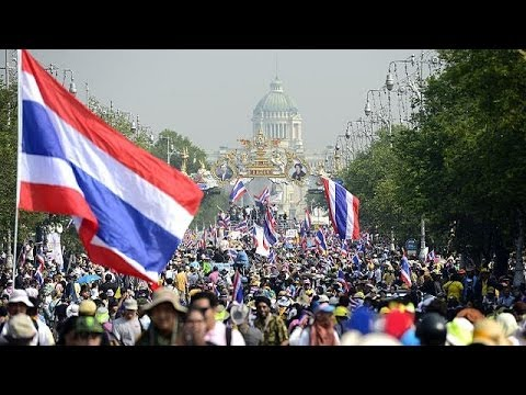 Thailand mass protests persist as Yingluck calls for snap election