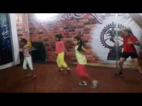 Abhi Toh Party Shuru Hui Hai (badshah) Best Dance Choreography For Kids,Academy In Delhi.