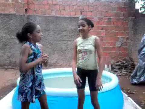 Rico vs pobre na piscina #2 - YouTube
