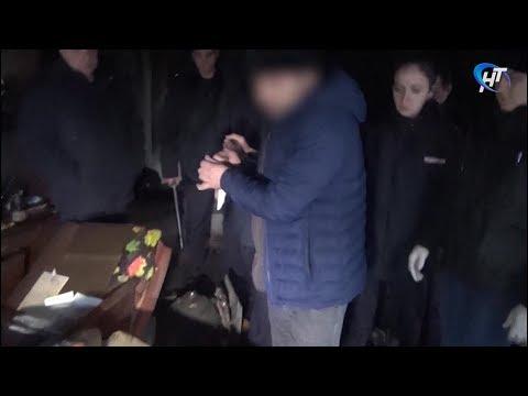 В Старой Руссе местного жителя убили ножницами, а потом сожгли его дом