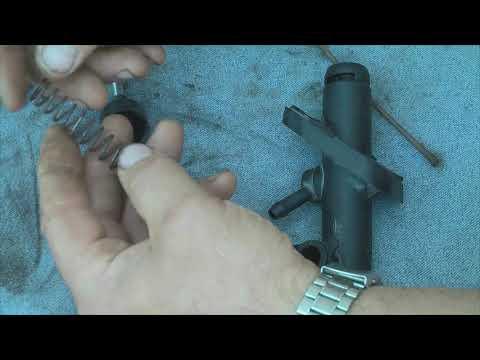 Ремонт главного цилиндра сцепления и прокачка сцепления без помощника на Fiat Doblo 1.4