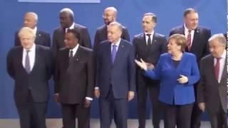 Смотреть видео «А где Путин?»: В Берлине президента России потеряли перед церемонией фотографирования онлайн