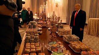 US-Präsident Trump begrüßt Football-Team mit Burger und Pizza