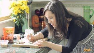 Gambar cover Franken-Kit Kat Treats for Halloween | Food Fun 101 with Shannon McCook