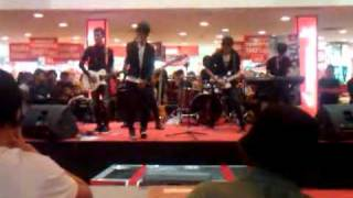 Download B-Complex - Kota Daeng Live Peformance @Panakukang Square 2011 Mp3
