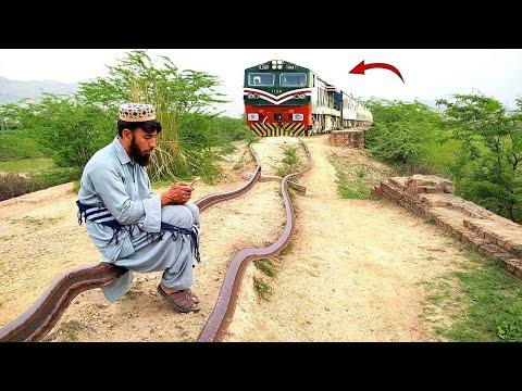 Railway Train aur Admi || Train Funny Video