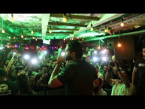 "Parmish verma performing live "" dhol wajea"" in ansal mall, new delhi 16 june 2018"