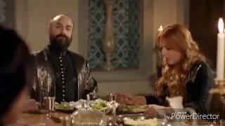 султан Сулейман Целует руку Хюррем при принцессе Изаббеле