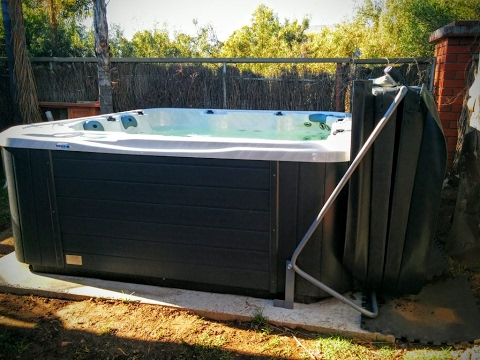 DIY Spa Cover Lifter, Home made out of metallic water pipe for less than $50