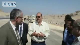 بالفيديو : محافظ المنيا يتفقد مدخل المدينة بجوار كمين الصفا لتطويره