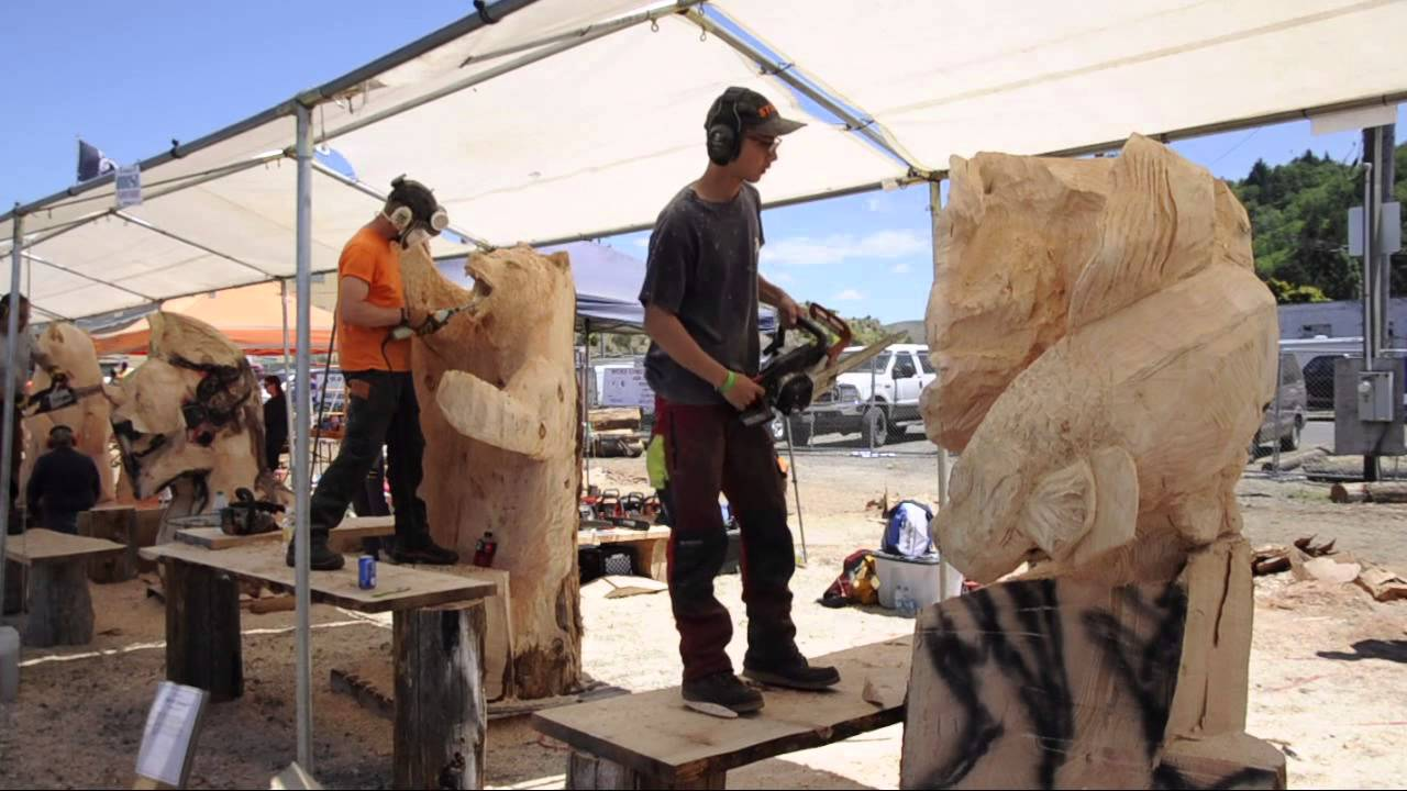 Chainsaw sculpting returns to reedsport youtube
