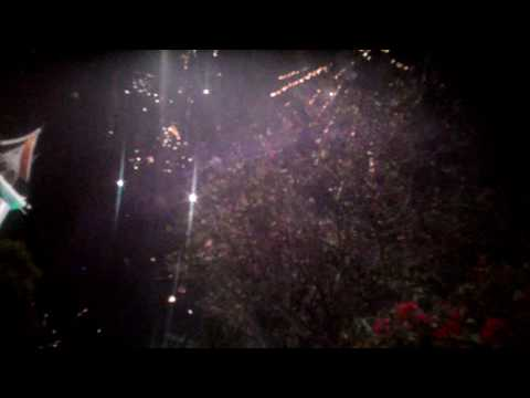 Detik detik penyambutan tahun baru 2017 di jam gadang kota bukittinggi
