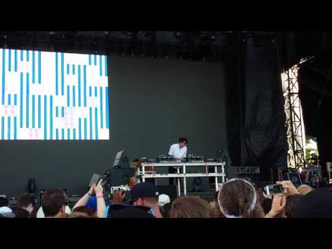 "Jamie xx - ""Gosh"" (after technical difficulties) Bestival Toronto 2016"
