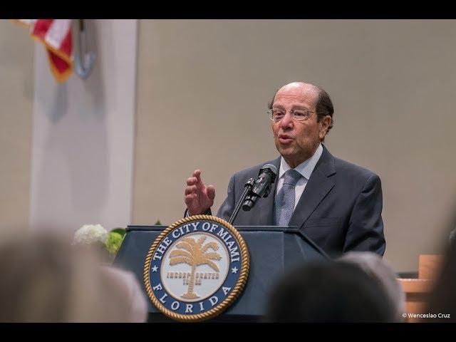 Presidente Osvaldo Hurtado durante la Sesión de Honor por incorporación al IID
