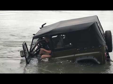 УАЗ и попытка переехать брод.
