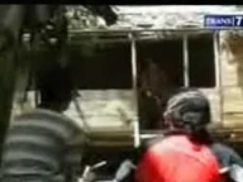 VIDEO PRIA KEBAL PELURU DI GORONTALO DITEMBAK 100 KALI TIDAK MATI ASABORNEO_(360p)