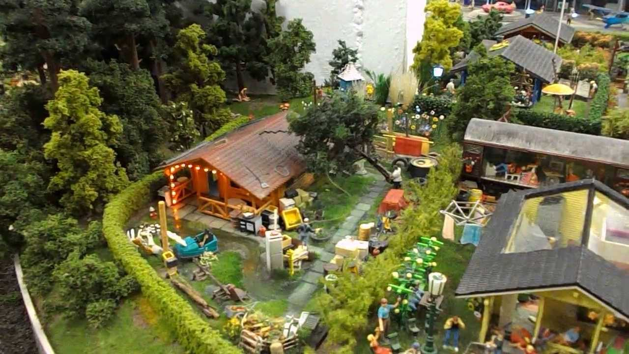 miniaturwunderland hamburg baumf llarbeiten in kleingarten kolonie am knuffingen airport youtube. Black Bedroom Furniture Sets. Home Design Ideas