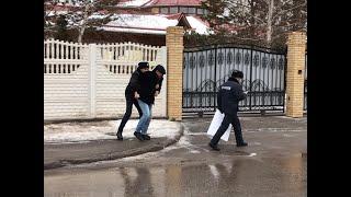 Полиция 'Тоқаев үшін кешірім сұрамақ болған' суретшіге кедергі жасады