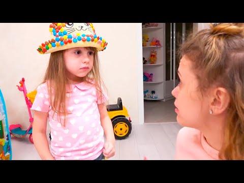 Ева играет в продавца сладких подарков для детей. Sweet Surprise