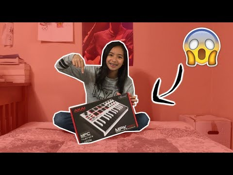 UNBOXING THE AKAI MPK MINI MKII FOR THE FIRST TIME!!!