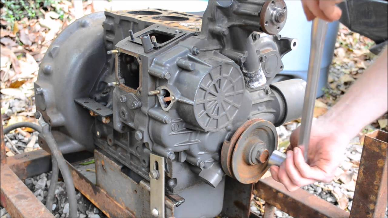 Kubota D905 Diesel Engine BREAK DOWN Time Lapse