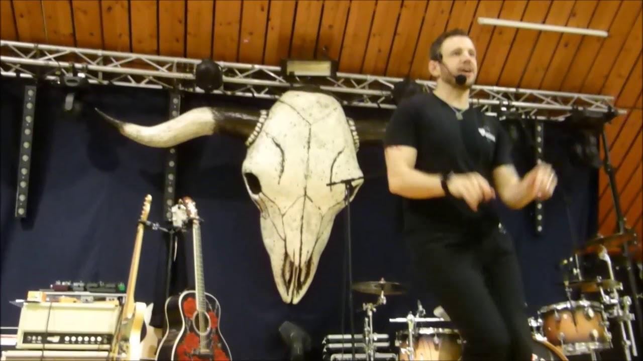 Sweet Caroline line dance by Darren Bailey (November 2017)