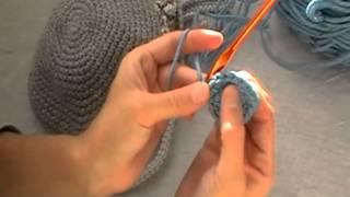 Шапка зимняя двойная крючком. Часть 1 Донышко(Это видео создано с помощью видеоредактора YouTube (http://www.youtube.com/editor), 2014-10-02T16:17:24.000Z)