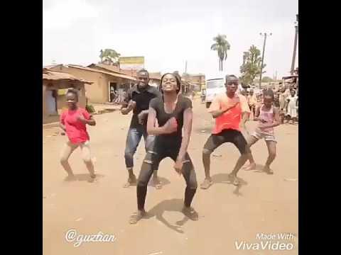 Orang Afrika joget Lagu Minang
