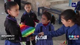 طلبة وكالة الغوث في عمّان يطلقون طائرات ورقية تؤكد حقهم بالتعليم - (12-3-2018)