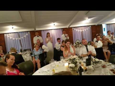 Camilla Og Thea Bryllups Sang Til Anne Grethe! :)