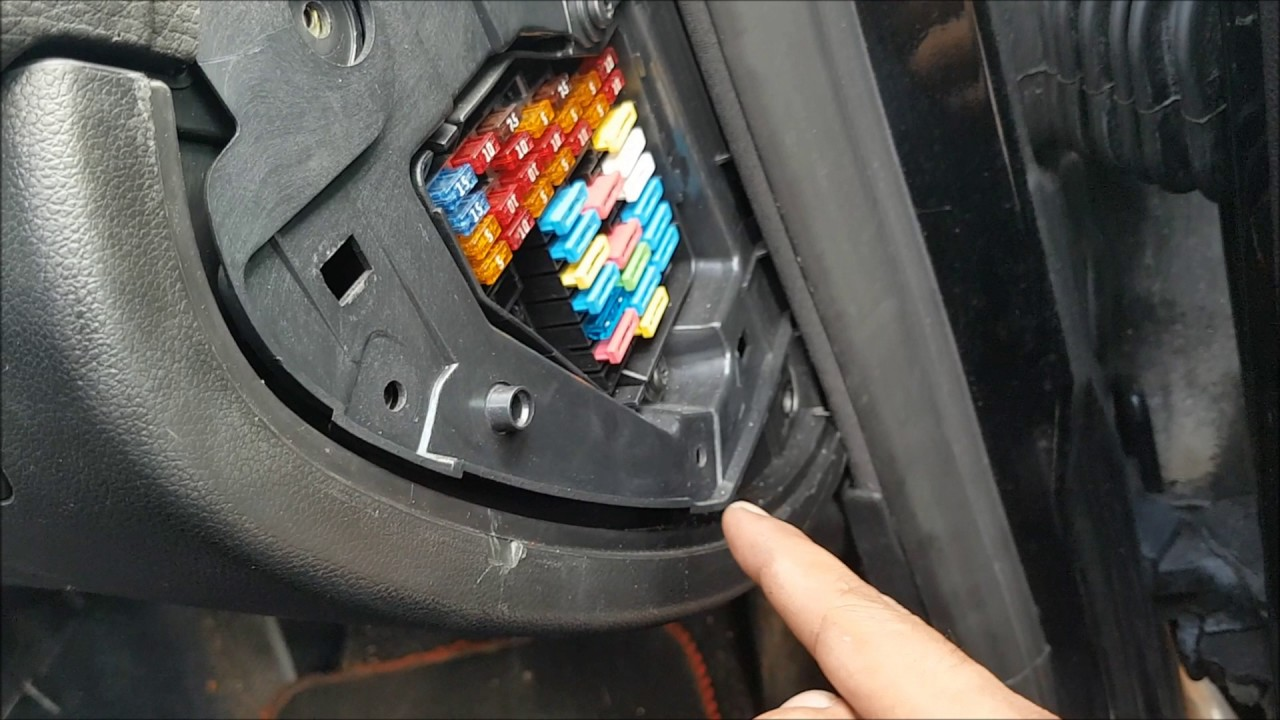 maxresdefault how to change fuel pump relay on seat leon mk1 youtube seat leon mk1 fuse box location at fashall.co