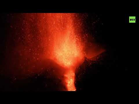 Fountain of lava | Mount Etna lights up the Sicilian sky