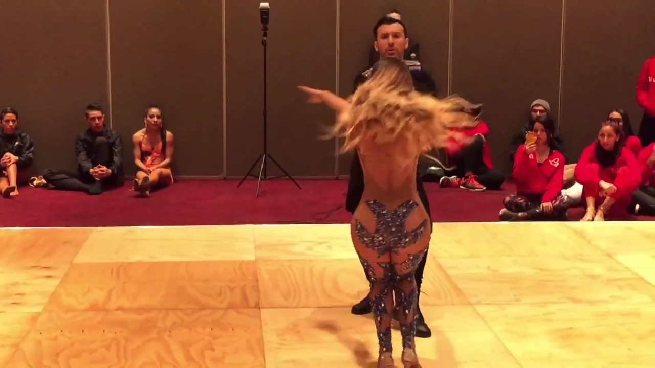 Танец без одежды видео фото 246-244