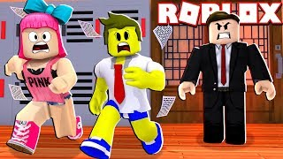 ESCAPE FROM PUNISHMENT IN THE SCHOOL OF ROBLOX!!