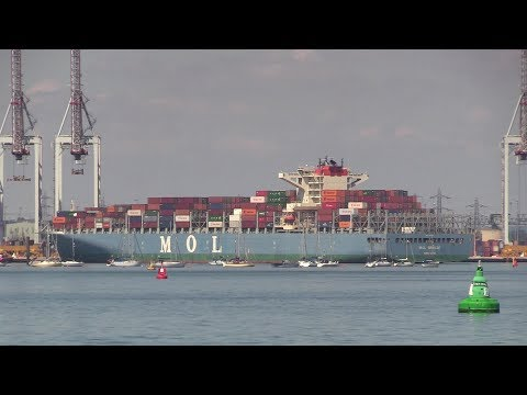 MOL BREEZE Container Ship arrival Southampton Container Terminal 15/07/18