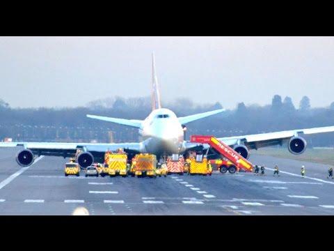 Virgin Atlantic Boeing 747 VS43 Gatwick Emergency Landing with Radio Undercarriage Failure