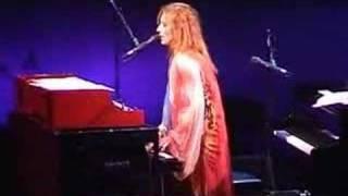 Tori Amos-Tulsa-2003-06-Tombigbee